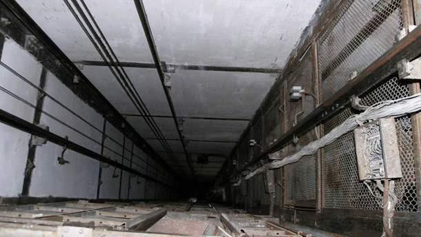 В Деснянском районе Киева с высоты третьего этажа упал лифт (иллюстрация)