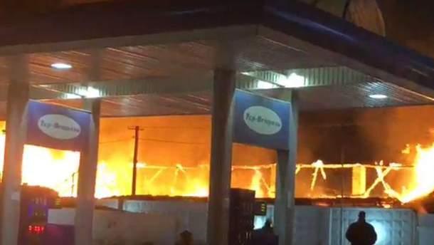 В Одессе возле АЗС вспыхнул крупный пожар