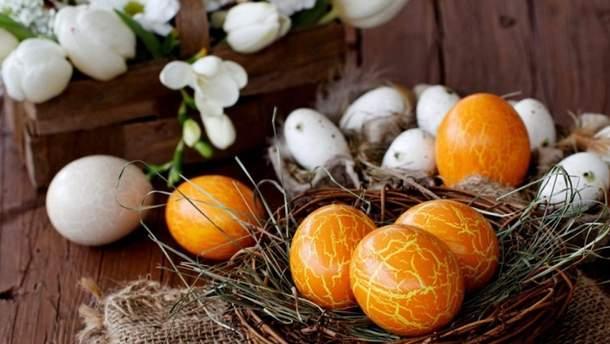Як пофарбувати яйця в золотий колір на Великдень
