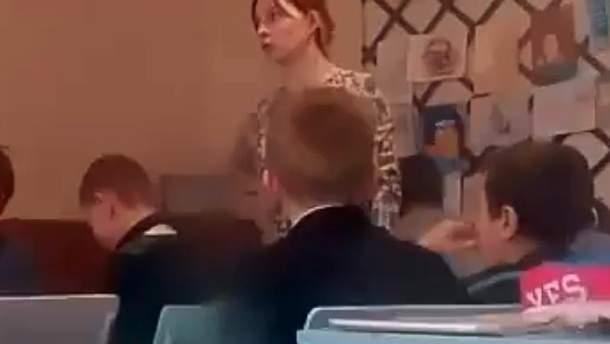 На Житомирщині розгорівся скандал у школі, в якій під час уроку вчителька образила учня