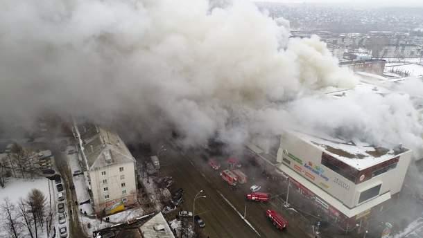 """Пожежа у ТЦ """"Зимова вишня"""" в російському Кемерові"""