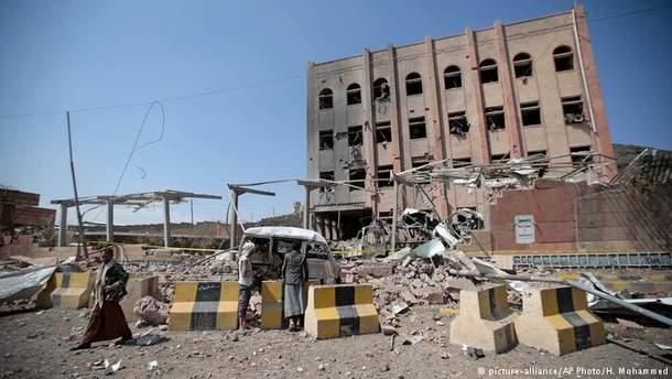 Последствия обстрелов в йеменской столице Сане
