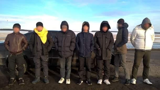 Украинец пытался вывезти из России пять вьетнамцев и россиянина