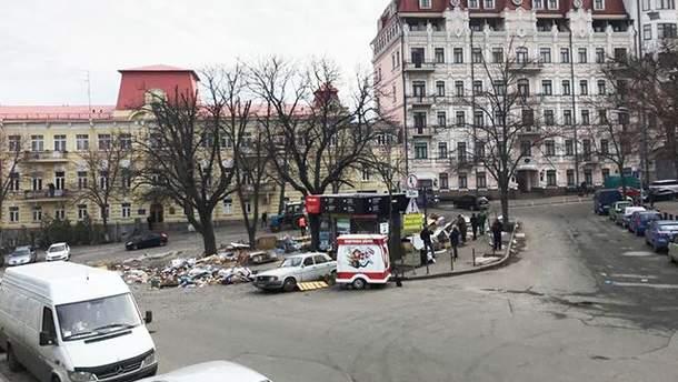 На Андріївському узвозі у Києві демонтували всі МАФи