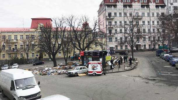 На Андреевском спуске в Киеве демонтировали все МАФы