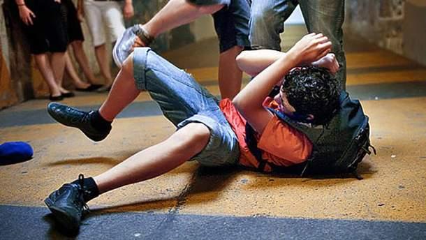 Учащиеся престижного столичного лицея так избили 12-летнего парня, что тот оказался в больнице (иллюстрация)