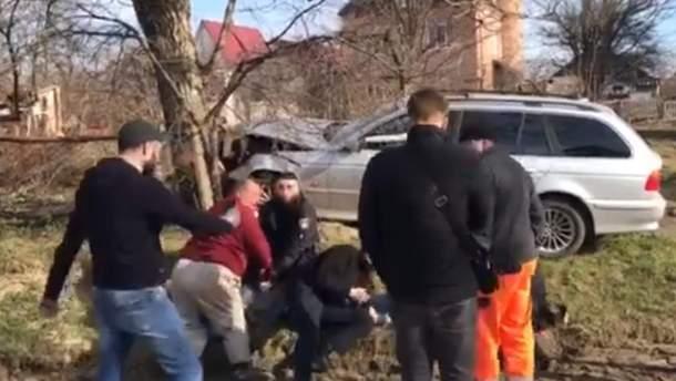 В Черновцах молодые люди напали на полицейских