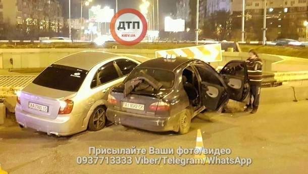 Таксист в Киеве устроил аварию