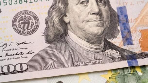 Украинцы продают валюту