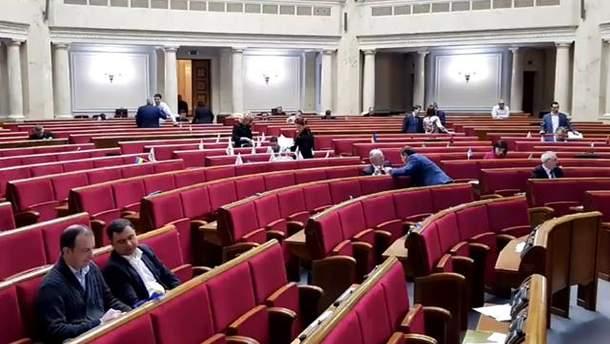 Депутаты прогуляли заседание Верховной Рады в Страстную пятницу