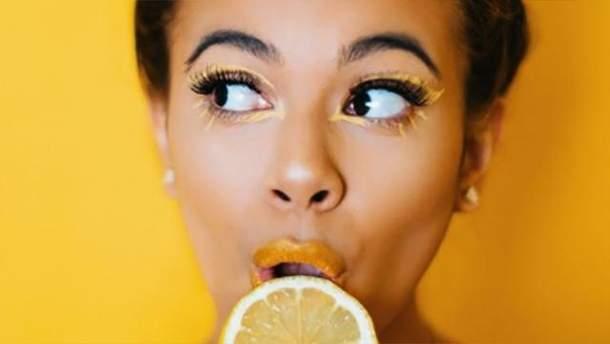 Как сделать макияж с желтыми тенями