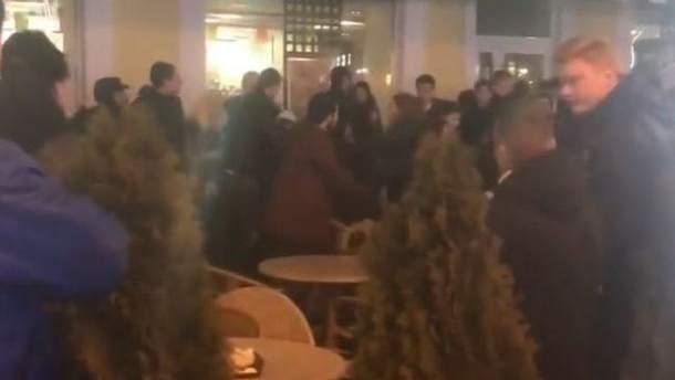 В Одессе посетители McDonald's устроили массовую драку