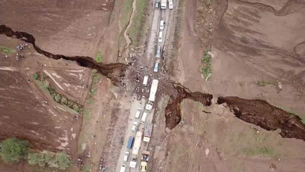 Гигантская трещина в земле образовалась в Кении