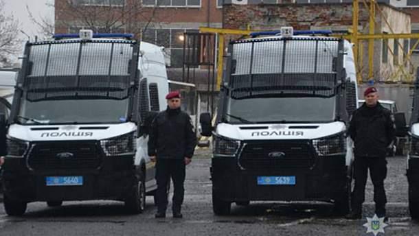 Полиции Львова передали 19 новеньких служебных автомобилей