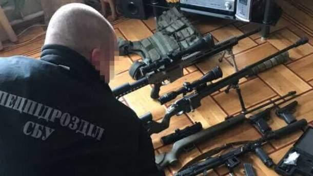 Чималий арсенал зброї та боєприпасів виявили в Одесі