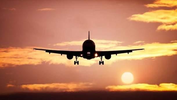 Самолет отправился из Крыма, пролетел через Россию и пропал над Донбассом