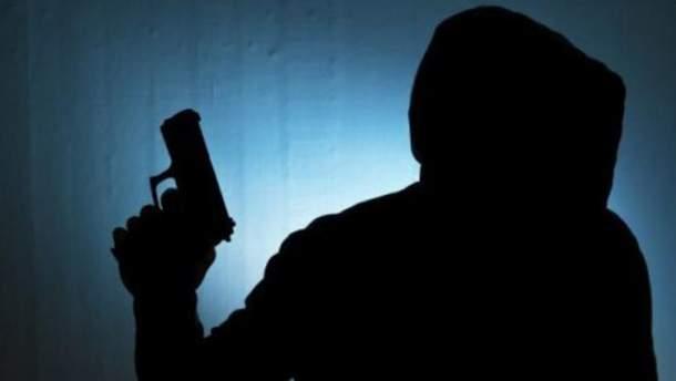На Львовщине на трех 16-летних ребят напали двое ранее судимых злоумышленников