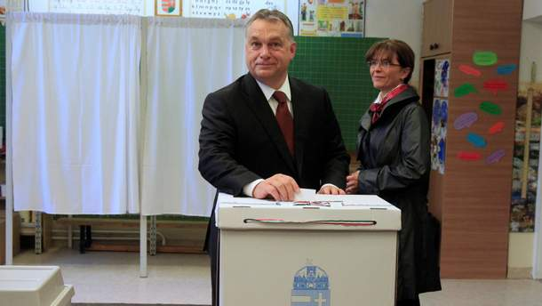 """Победу на парламентских выборах в Венгрии одержала партия премьера Орбана """"Фидес"""""""