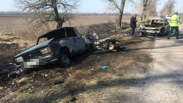 """На Киевщине неизвестные ограбили и сожгли машину """"Укрпочты"""", перевозившую деньги для пенсий"""