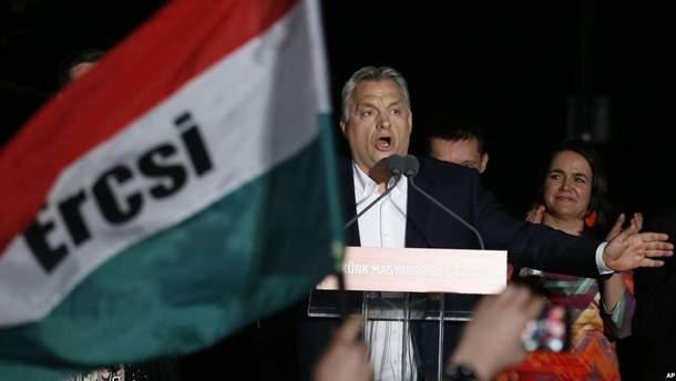 Орбан в очередной раз победил на парламентских выборах в Венгрии благодаря стратегии запугивания