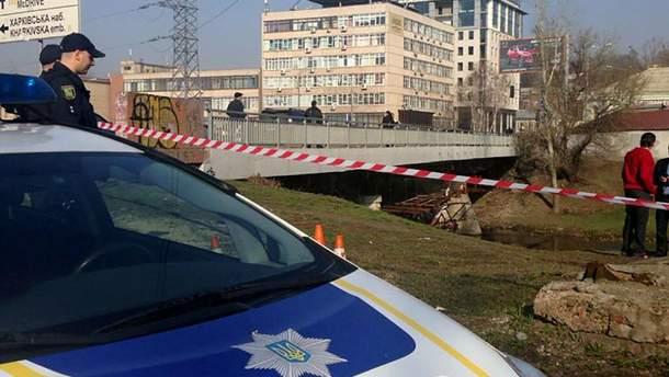 У Харкові під мостом знайшли тіло чоловіка у мішку