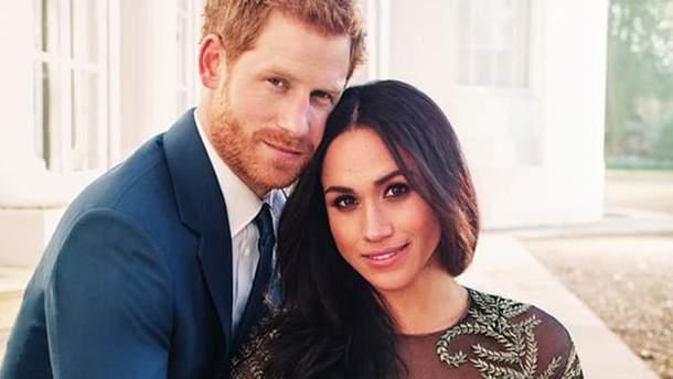 Меган Маркл и принц Гарри во время фотосессии для помолвки