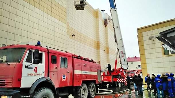 Доньку співробітника МНС звинувачують, що вона врятувалася під час пожежі у Кемерові