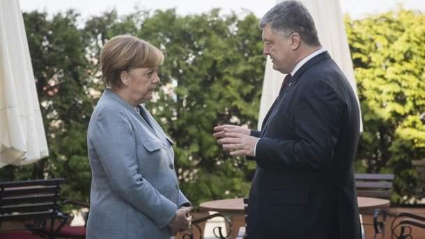Порошенко и Меркель сверили часы