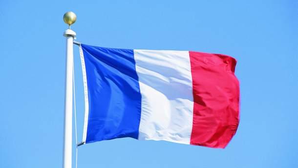 Во Франции военный самолет случайно сбросил бомбу на завод