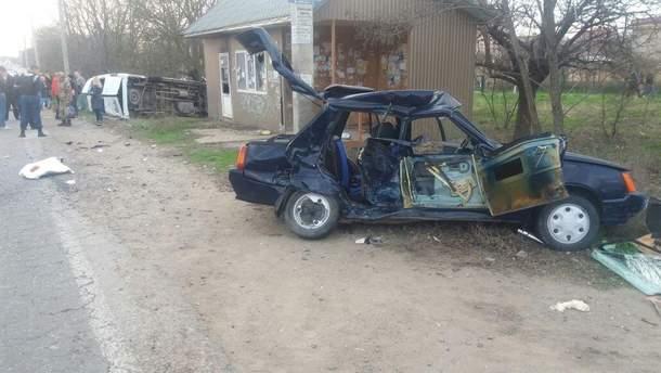 На Одещині жахлива ДТП: один загиблий, 10 людей травмовані