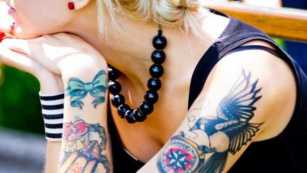 Як чоловіки сприймають жінок з татуюванням