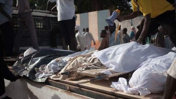 В Африке на акцию протеста против ООН принесли трупы