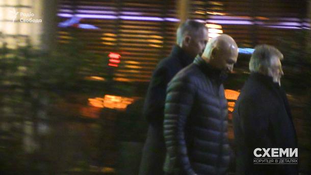 Коломойский, Боголюбов и Ложкин прогуливаются возле Женевского озера, 26 марта 2018 года