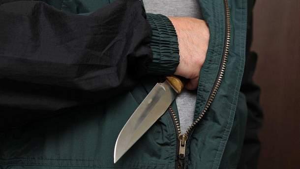 Неизвестный с ножом напал на работников пекарни в Германии