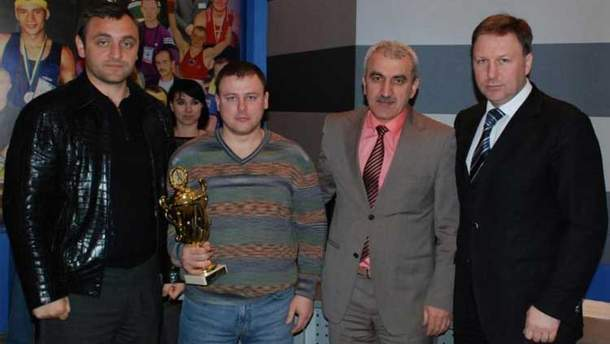 Армен Саркисян (крайний слева)