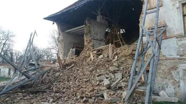 Обвалилась стіна Поморянського замку