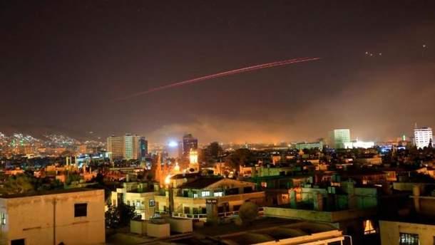 Небо над Дамаском во время военного удара США и союзников по Сирии