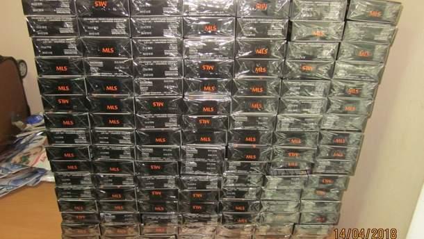 Украинка везла из России 220 пачек леденцов для очистки организма