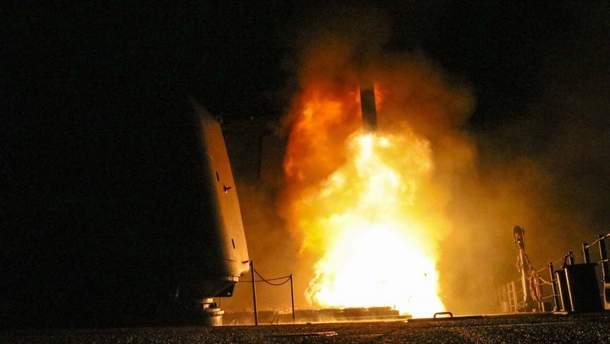 """Запуск """"Томагавків"""" з ракетного крейсера """"Монтерей"""" (ілюстрація)"""