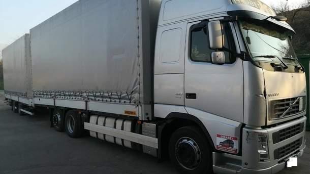 Украинец на теплоходе перевозил грузовик, который похитил в Литве