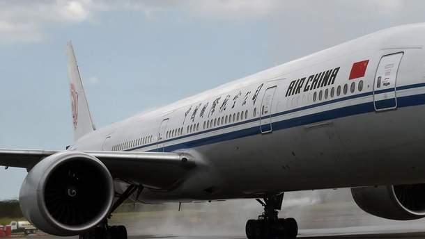 У Китаї пасажир з ручкою напав на стюардесу, літай здійснив екстрену посадку