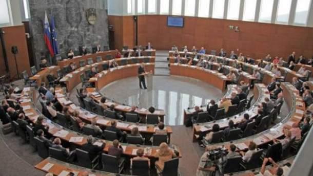 Президент Словенії розпустив парламент та вже призначив позачергові вибори