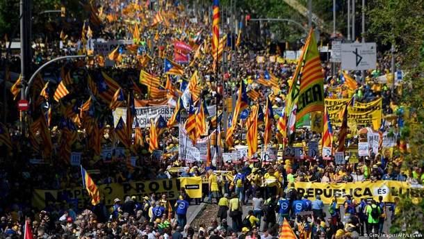 ВБарселоне тысячи людей требуют освободить каталонских политзаключенных