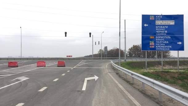 Водії попереджають про затори на під'їзній дорозі до аеропорту