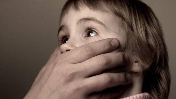 Порошенко подписал Закон о защите детей от сексуальных злоупотреблений