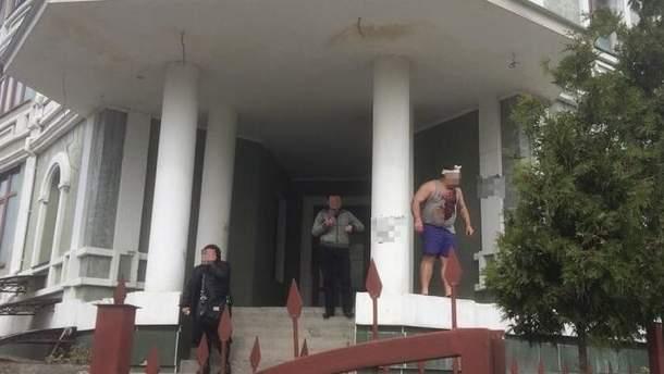 В Киеве на улице Обуховской штурмовали дом