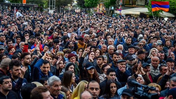 У результаті сутичок у Єревані госпіталізовано 46 осіб