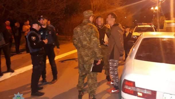 У Маріуполі чоловіки на автомобілі обстріляли перехожого з пневматичного пістолета