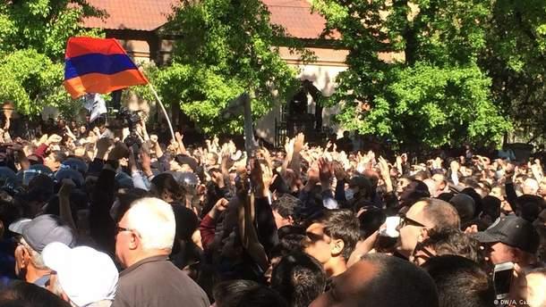 """В Єревані опозиція оголосила про початок """"Оксамитової революції"""""""