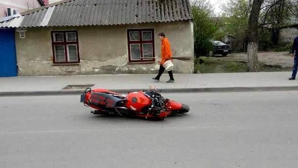 На Львовщине мотоциклист въехал в толпу людей